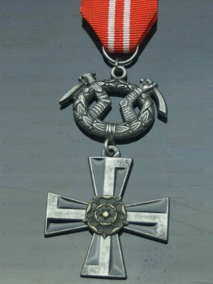 Replica of Finnish Cross of Liberty with Swords 4th Class (WWII German Medals) for Sale (by ww2onlineshop.com)